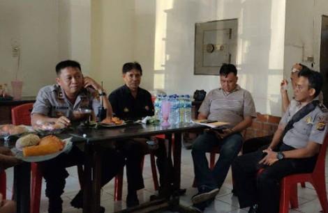 Kabag Ops Polres Bitung audens bersama media