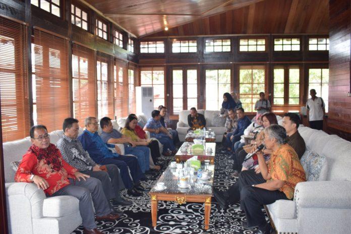 Bupati Jarot Winarno saat menerima Kunjungan DPRD Kalbar