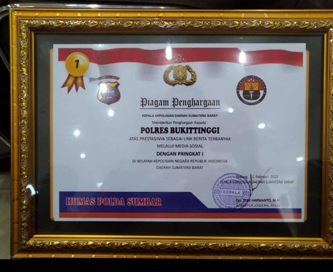Piagam penghargaan dari Polda Sumatra Barat