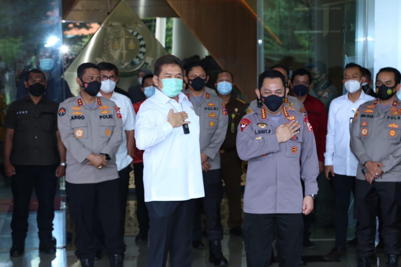 Kapolri Jendral Listyo Sigit Prabowo saat Bersama Kepala Kejaksaan Agung RI ST Burhanudin