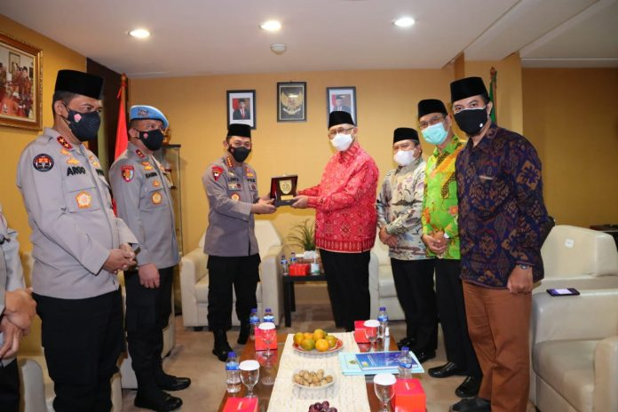 Kapolri Jendral Listyo Sigit Prabowo saat bersama LDII
