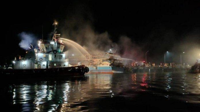 Polda Papua Barat Terus Dalami Terbakarnya Kapal Perintis Fajar Baru 8