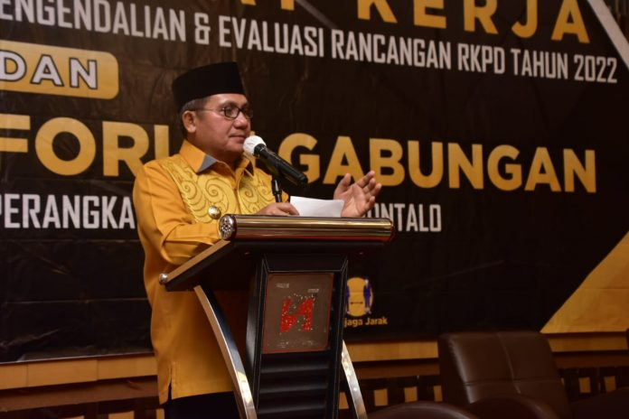 Walikota Gorontalo saat Membuka Pertemuan Tiga Pilar Pembahasan KU-PPAS