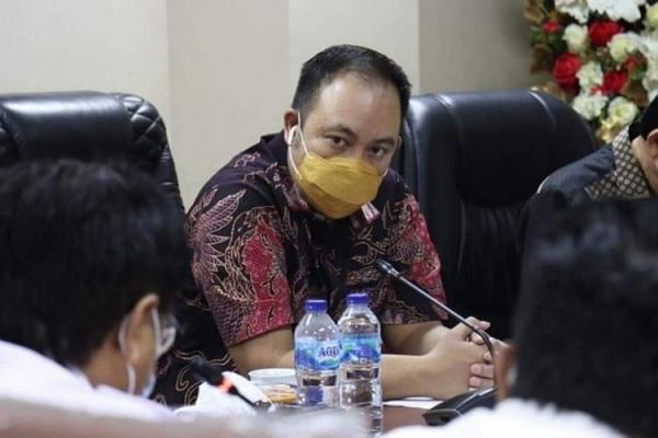 Foto Viral Anggota DPRD Sulawesi Utara Bersama Selingkuhannya