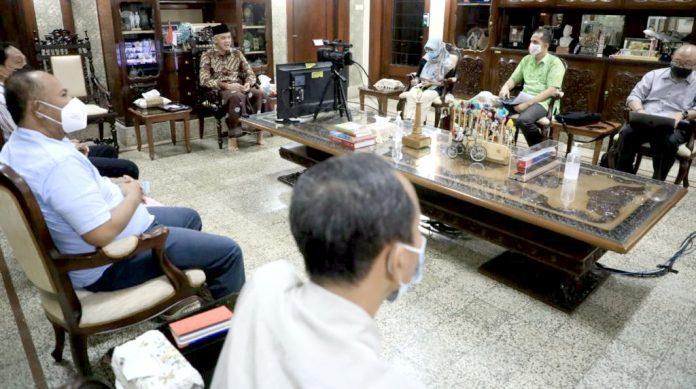 Gubernur Jawa Tengah Ganjar Pranowo Usulkan Menghentikan sementara Transaksi Dagang