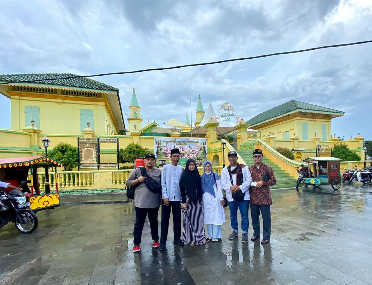 Ustadz Abdul Somad (UAS) Bersama Istri ke Pulau Penyengat