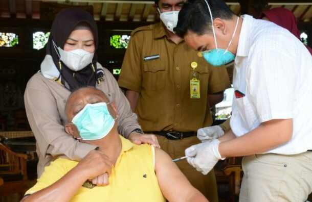 Tak Hanya Gubermur Gorontalo, Istrinya Idah Syahidah Positif Covid
